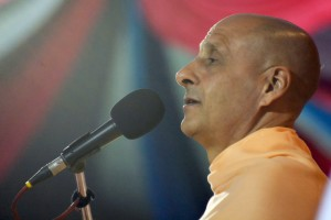 Radhanath Swami speaking on the purpose of yoga